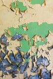 Den gamla spruckna och förfallna väggen Arkivfoton