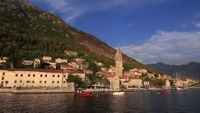 Den gamla staden av Perast på kusten av den Kotor fjärden, Montenegro Th arkivfilmer
