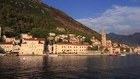 Den gamla staden av Perast på kusten av den Kotor fjärden, Montenegro Th stock video