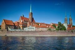 Den gamla staden klippte vid den Odra floden, Polen Arkivfoto