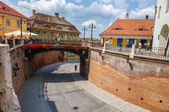 Den gamla stadfyrkanten i den historiska mitten av Sibiu byggdes i det 14th århundradet, Rumänien Arkivfoto