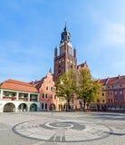 Den gamla stadmarknaden med Sts Mary kyrka (15th århundrade), ett av den största tegelstenen kyrktar i Europa Royaltyfria Foton
