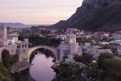 Den gamla stenbron Bosnien - herzegovina mostar royaltyfria foton