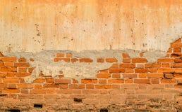 Den gamla tapeten för tegelstenväggen texturerar bakgrunder Royaltyfri Foto