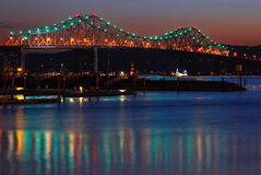 Den gamla Tappan Zee bron spänner över Hudsonen Royaltyfri Foto