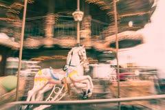 Den gamla tappningkarusellen i Tibidabo parkerar i Barcelona Royaltyfria Bilder