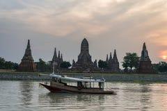 Den gamla templet är kända Wat Chaiwatthanaram i Ayutthaya historiskt P Royaltyfri Fotografi