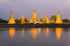 Den gamla templet är kända Wat Chaiwatthanaram i Ayutthaya historiskt P Arkivfoton