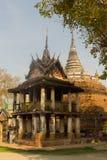 Den gamla templet, Phitsanulok, Thailand royaltyfri bild