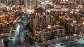 Den gamla timelapsen för bostads- byggnader för stad flyg- i i stadens centrum Dubai, UAE stock video