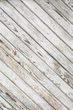 Den gamla träporten täckas med sjaskig vit målarfärg textur Sneda linjer Fotografering för Bildbyråer