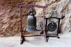 Den gamla traditionella kopparklockan Royaltyfri Fotografi