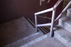 Den gamla trappuppg?ngen i shoppinggalleria arkivfoto