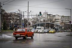 Den gamla tyska bilen utan en katalysator förorenar miljön Royaltyfri Fotografi