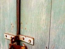 Den gamla vägg- och ståltexturen Royaltyfri Bild