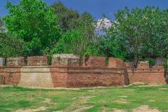 Den gamla väggen av Kanchanaburi, Thailand Arkivbilder