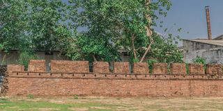 Den gamla väggen av Kanchanaburi, Thailand Arkivfoto