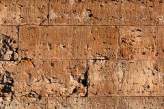 Den gamla väggen av tegelstenar försvagar färger Royaltyfri Fotografi
