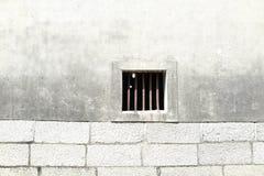 den gamla väggen och fönstret fotografering för bildbyråer