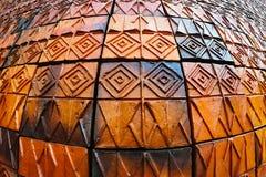 Den gamla väggen som modeller för keramiska tegelplattor handcraft inre backgound från Thailand, parkerar offentligt royaltyfri fotografi