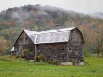 Den gamla Vermont ladugården fördärvar i höst arkivbild