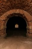 Den gamla walled underjordiska tunnelen Royaltyfri Foto