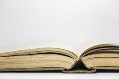 den gammala antika boken öppnar Arkivfoton
