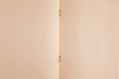 den gammala boken öppnar paper textur Royaltyfri Fotografi