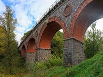 Den gammala järnvägen överbryggar Arkivbilder