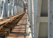 Den gammala järnvägen överbryggar Arkivfoton