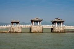 Den gammala kinesen överbryggar Royaltyfria Bilder