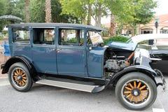 Den gammala klassiska bilen Arkivfoto