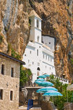 Ostrog kloster i Montenegro Arkivfoton