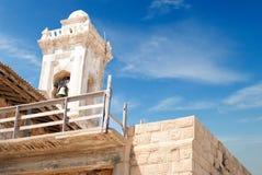 Den gammala kloster sätta en klocka på i nordliga Cypern Royaltyfri Bild