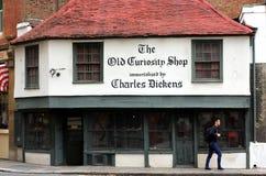 Den gammala kuriositeten shoppar Arkivbild