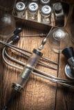 Den gammala läkarundersökningen instrumenterar Arkivbild