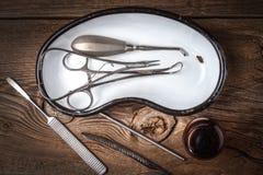 Den gammala läkarundersökningen instrumenterar Royaltyfri Foto