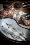 Den gammala läkarundersökningen instrumenterar Royaltyfri Fotografi