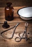 Den gammala läkarundersökningen instrumenterar Royaltyfria Foton