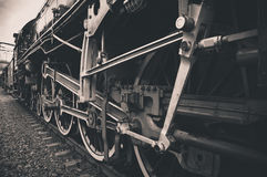 Den gammala lokomotivet rullar Arkivfoto