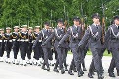 den gammala militära marinen ståtar den högväxt shipen Royaltyfria Bilder