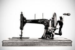 Den gammala symaskinen Arkivfoto