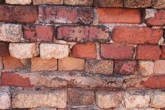 Den gammala tegelstenväggen texturerar royaltyfria bilder