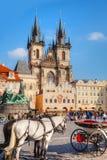Den gammala townen kvadrerar i Prague Arkivfoto