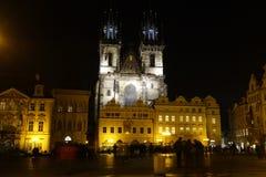 Den gammala townen kvadrerar på natten Royaltyfri Fotografi