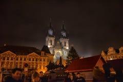 Den gammala townen kvadrerar på natten Arkivfoto