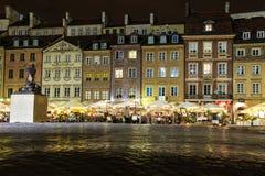 Den gammala townen marknadsför kvadrerar på natten. Warsaw. Polen Royaltyfri Bild