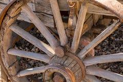 Den gammala västra vagnen rullar royaltyfri foto