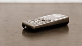 Den gammalmodiga mobilen ringer royaltyfria bilder