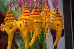 Den Ganesha v?ggdekoren gjorde med makram?repet royaltyfria bilder